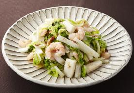 写真: 白菜とシーフードの塩炒め