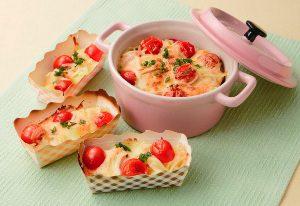写真: ミニトマトとジャガイモの明太チーズ焼き
