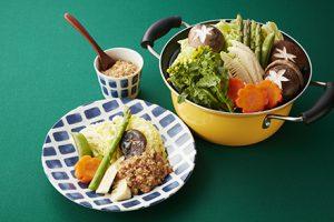 写真: 春野菜の蒸し煮 肉みそかけ